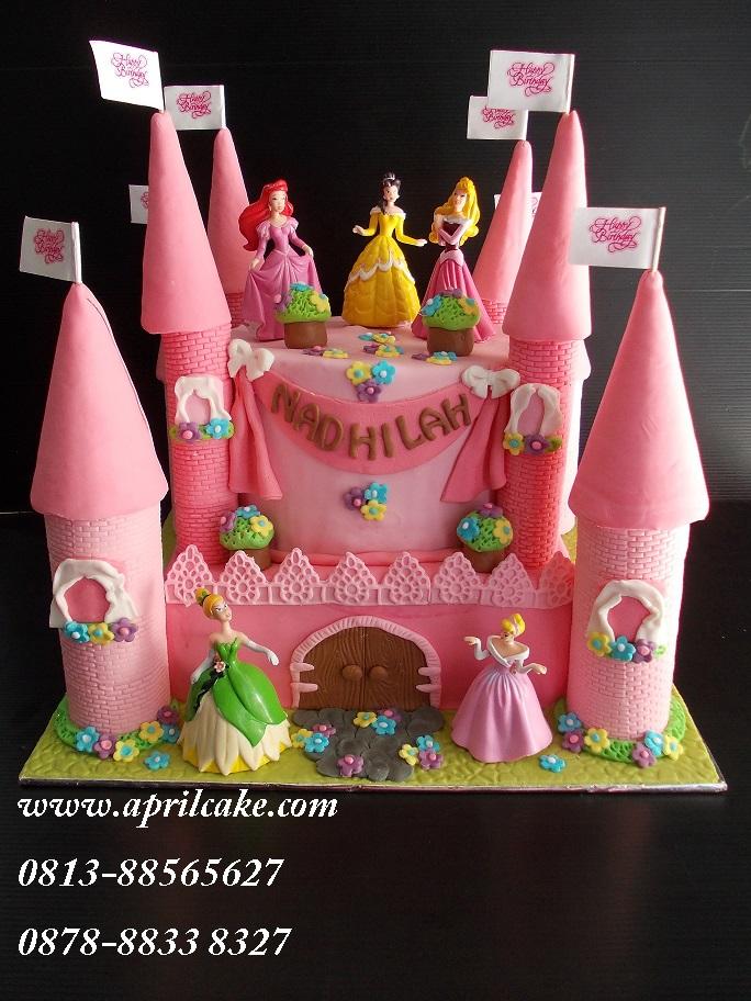 Castle cake Nadhilah