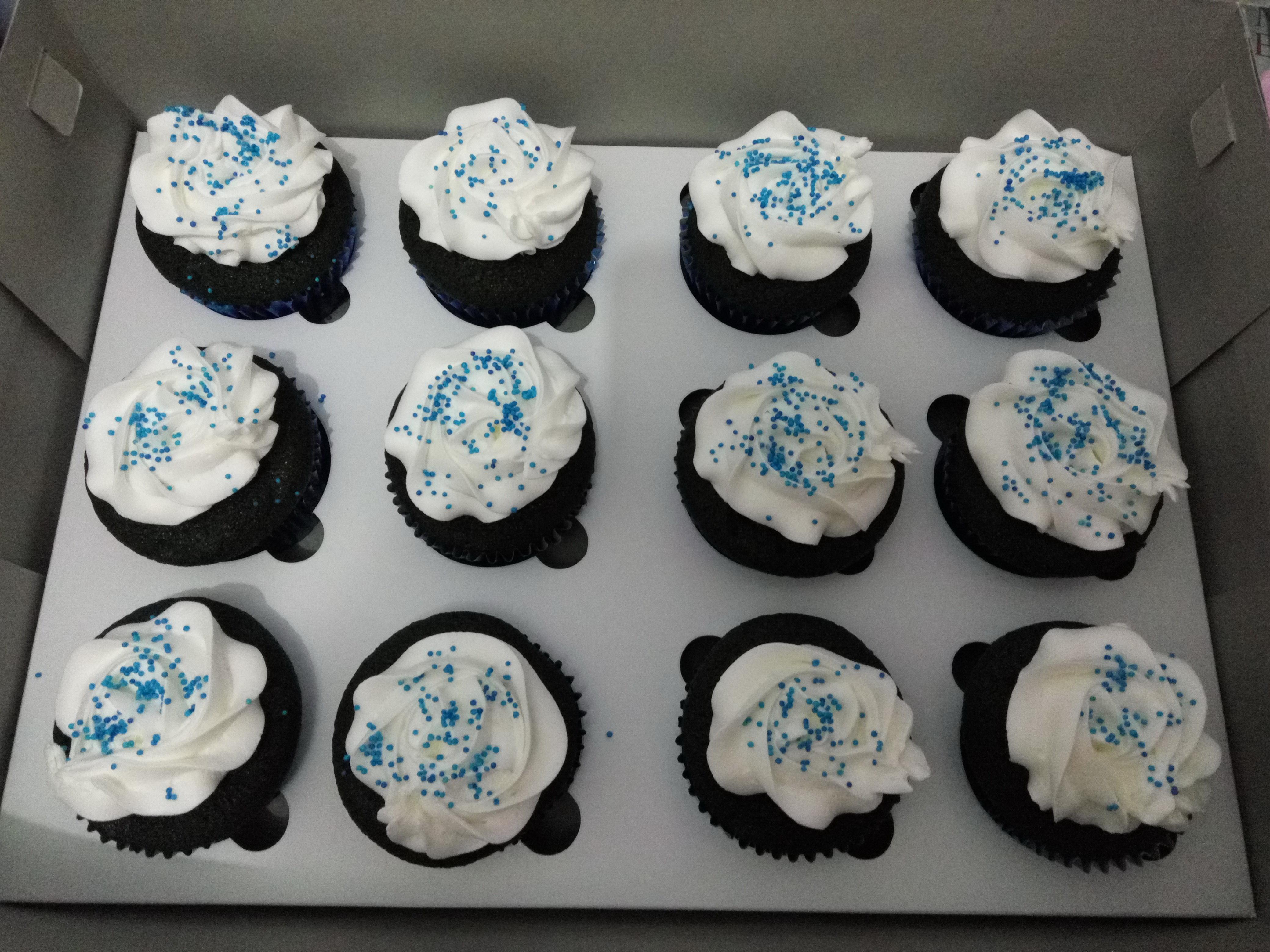 Blue Velvet cupcake Liza